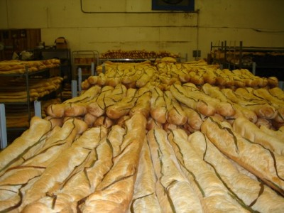 Gratuitous photos of Cuban bread at a Tampa bakery (Photo by Omar Díaz)