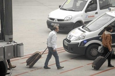 A svelte Carromero arrives at Barajas airport, Madrid, proving the efficacy of the Castro prison diet