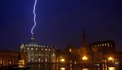 lightning-Vatican_lightbox