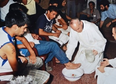 Before he was pope: Archbishop Bergoglio washes the feet of drug addicts in a Buenos Aires slum