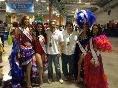 Alberto de la Cruz and Luis Gonzalez with some cubanitas
