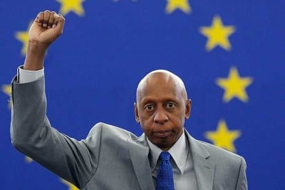 "Fariñas in Strasbourg:  ""Este puño en alto significa que habrá democracia un día en Cuba"" (This raised fist signifies that Cuba will some day have a democracy)"