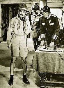 Duck_Soup_Groucho_and_generals