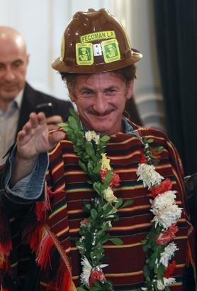 us-actor-sean-penn-wearing-a-traditional-bolivian-indigenous