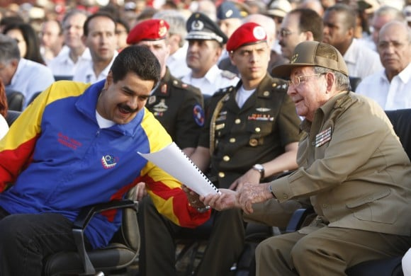 Raúl Castro y Maduro en acto por el aniversario 60 del asalto al cuartel moncada