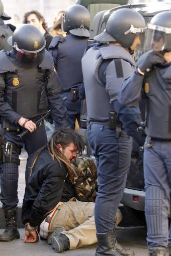 DIEZ DETENIDOS, 3 DE ELLOS MENORES, EN ESCARAMUZAS ENTRE ESTUDIANTES Y POLICÍA