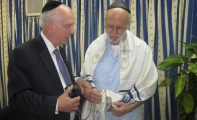 Alan Gross visited  by Rabbi Arthur Schneier during the feast of Purim
