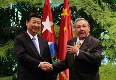"""Raul: """"Oye... no dejes que este chino se vaya sin perdonarnos la deuda, carajo...."""""""