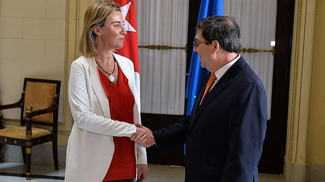 EU negotiator meets with Count Bruno, chief Castronoid negotiator