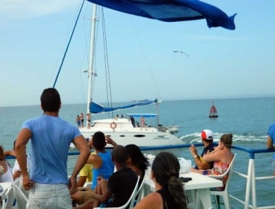 Cuban guests can only observe foreigners enjoy yachting trips. They are prohibited from this activity (photo by the author)