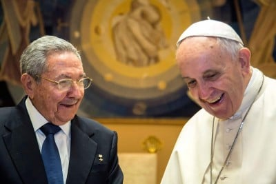 VATICAN CITY, VATICAN - MAY 10: President of Cuba Raul Castro and Pope Francis meet at the Paul VI Hall private studio during a private audience on May 10, 2015 in Vatican City, Vatican. This is the first visit of the Cuban leader to the Vatican, twenty years ago his brother Fidel Castro had met John Paul II prior to his visit to Cuba. (Photo by Vatican Pool/Getty Images)