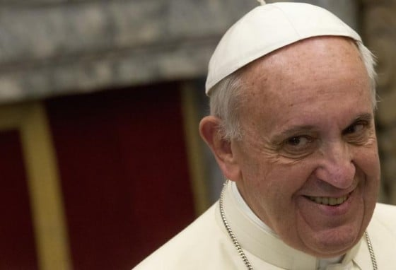Pope Francis smiles during an audience for Christmas greetings to the Curia in the Clementina hall at the Vatican December 21, 2013. REUTERS/Claudio Peri/Pool (VATICAN - Tags: RELIGION HEADSHOT)