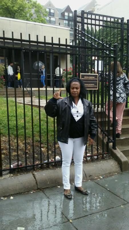 Foto # 4 Yaqueline Boni in front of embassy Washington DC