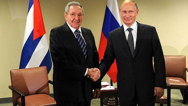 Raul-Castro-Vladimir-Putin-Kremlin_CYMIMA20150928_0027_13