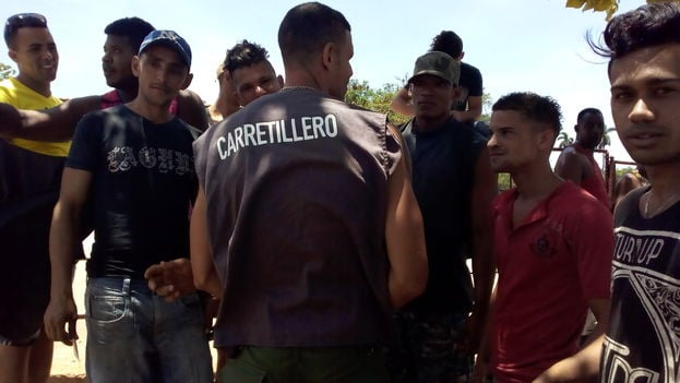 Vendedores-Mercado_El_Trigal-Habana_CYMIMA20160514_0003_13