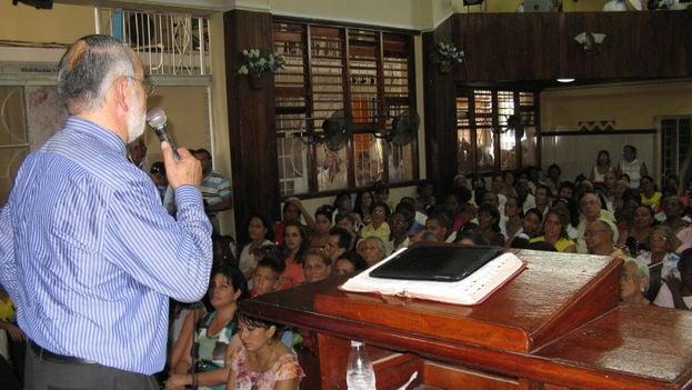Ministro-Iglesia-Liga-Evangelica-Hispana_CYMIMA20160626_0008_16