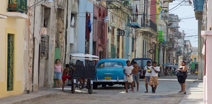 Street_of_Old_Habana_Cuba_Jul.2011_5981653907-1