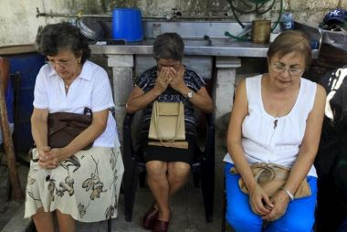 Reuters - Cuban women praying