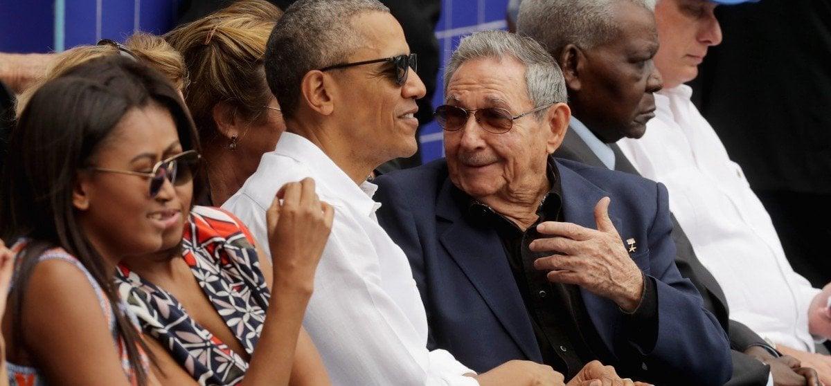 obama-raul-castro-baseball-game
