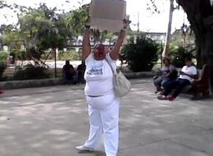 A Lady in White protesting this Sunday in Havana. (Courtesy)